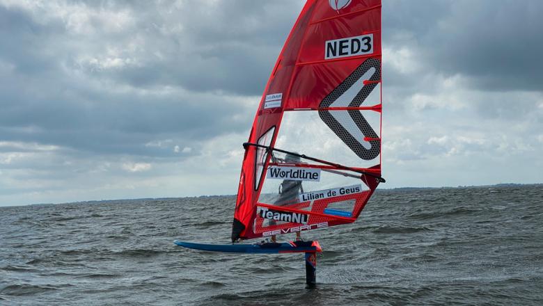 Wereldkampioen windsurfen De Geus support Plastic Soup Surfer
